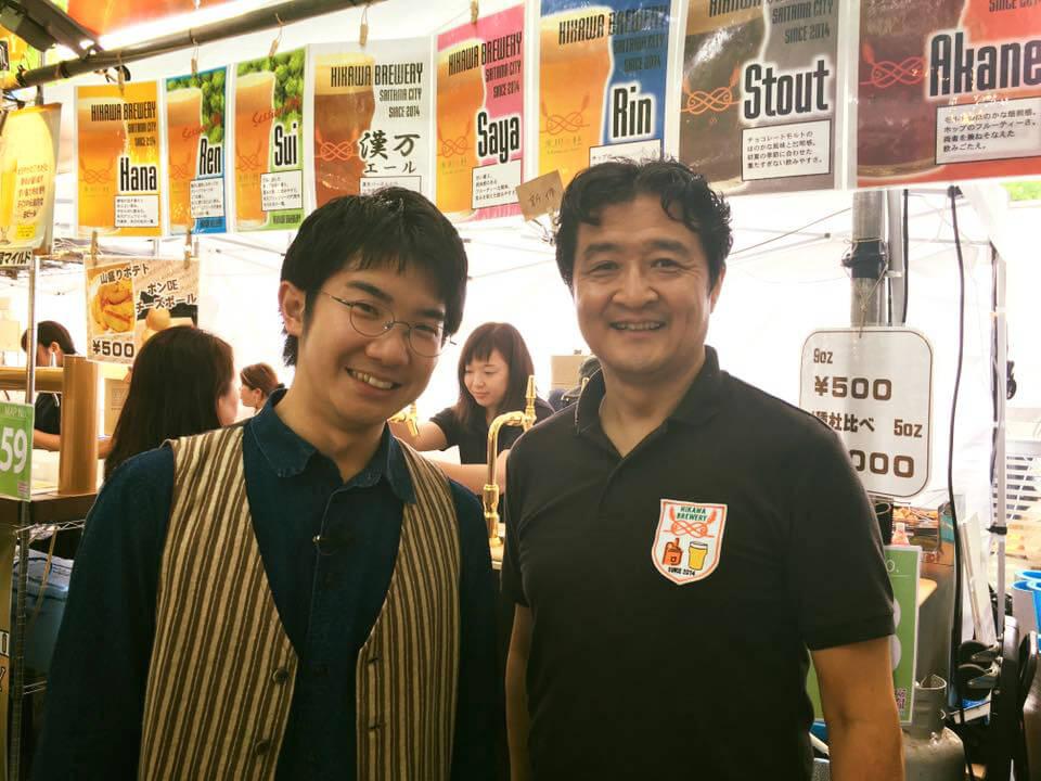 小堺翔太さんが取材でけやきひろばビール祭りの氷川ブリュワリーブースご来店